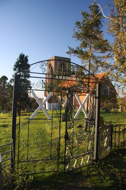 Entrance to Abberton churchyard