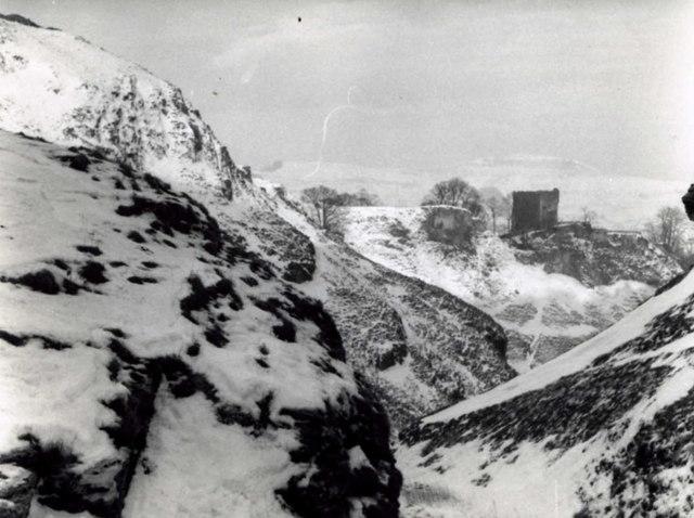 Peveril Castle in Cave Dale