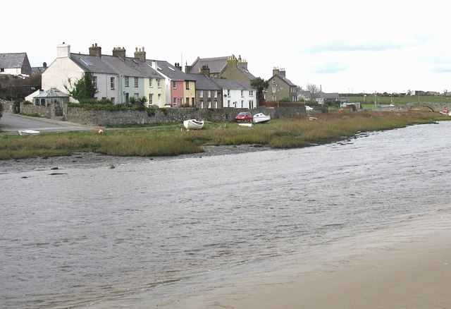 Houses overlooking the tidal Ffraw