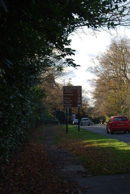 Tourist Information sign, Pembury Rd, Tunbridge Wells by N Chadwick