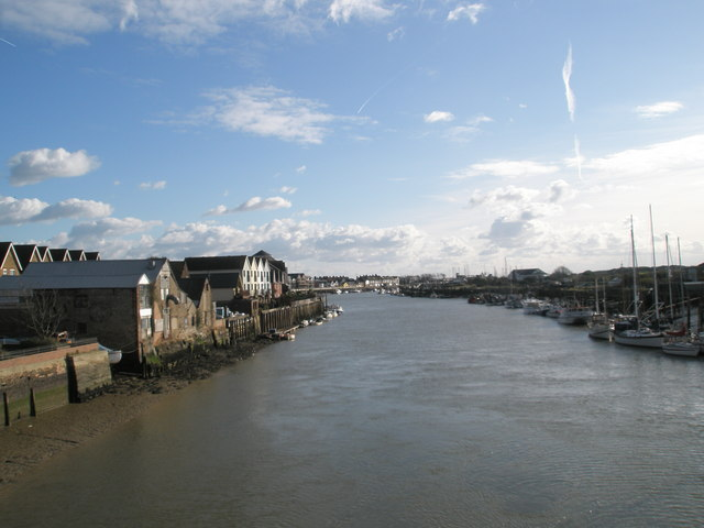 Looking westwards along the Arun from the retractable bridge