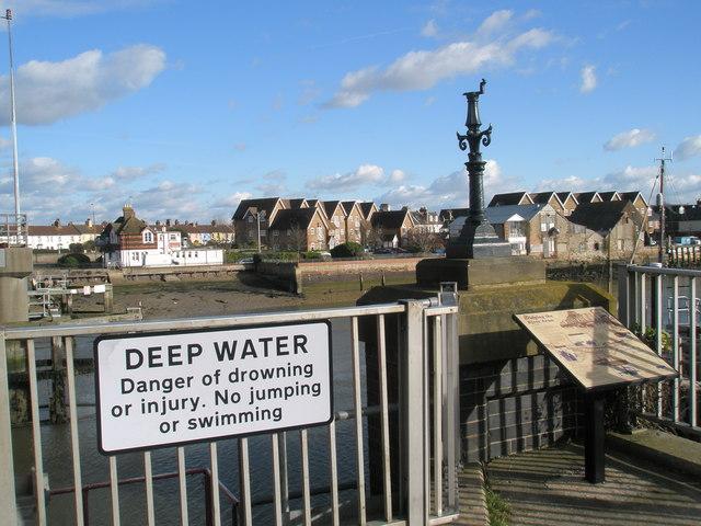 Information board by the retractable bridge