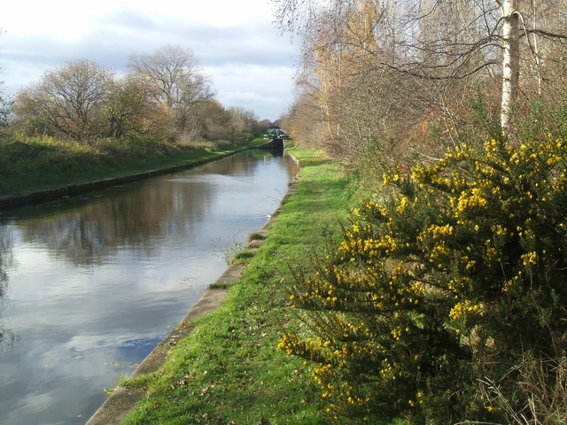 Tame Valley Canal in autumn