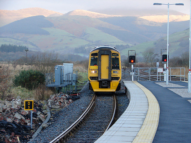 An Arriva Wales train pulls into Dovey Junction Station