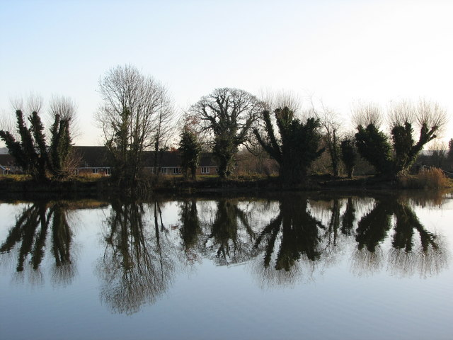 Cheshunt North Reservoir - Winter Reflections