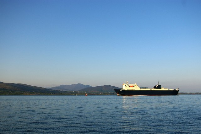 Ferry steaming past Slieve Bingnian