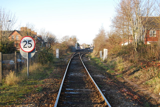 Looking along the railway line to Topsham Station