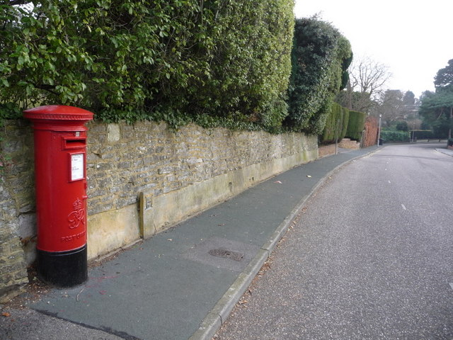 Canford Cliffs: postbox № BH13 317, Brudenell Avenue