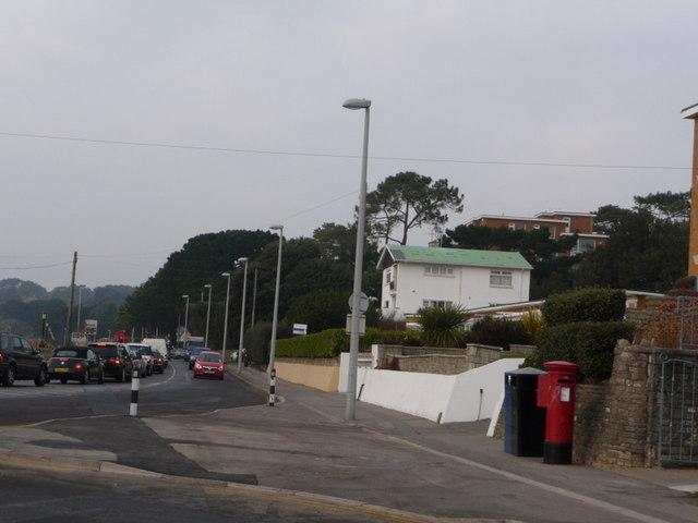 Canford Cliffs: postbox № BH13 240, Shore Road