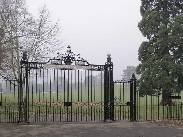 War Memorial Park gates, Park Avenue