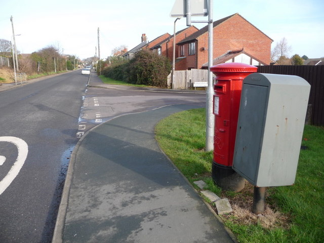 Lytchett Matravers: postbox № BH16 258, Wareham Road