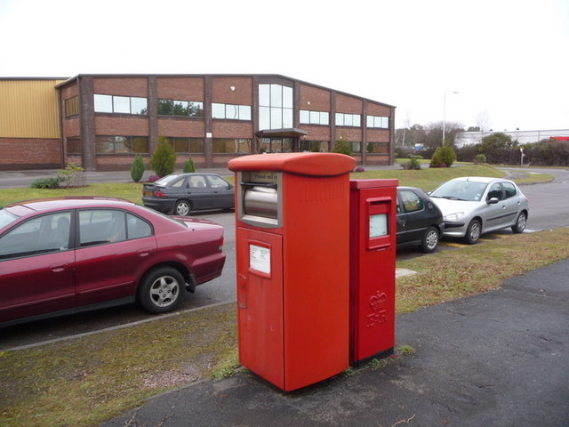 Holton Heath: postbox №s BH16 290 and BH16 512, Holton Road