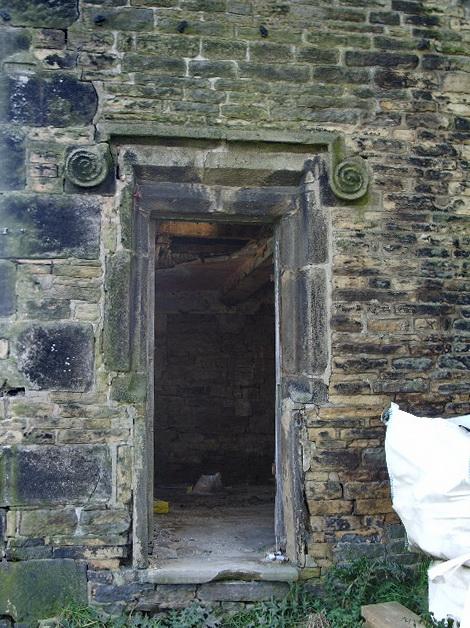Kirk Cliff, Doorway