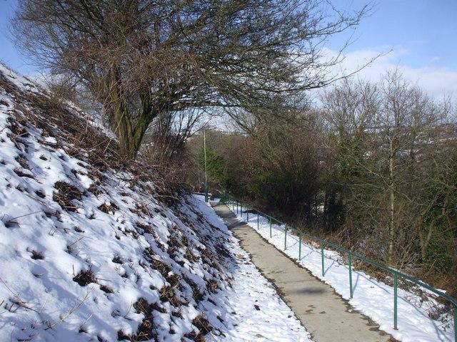 Footpath near Gilfach Fargoed Station