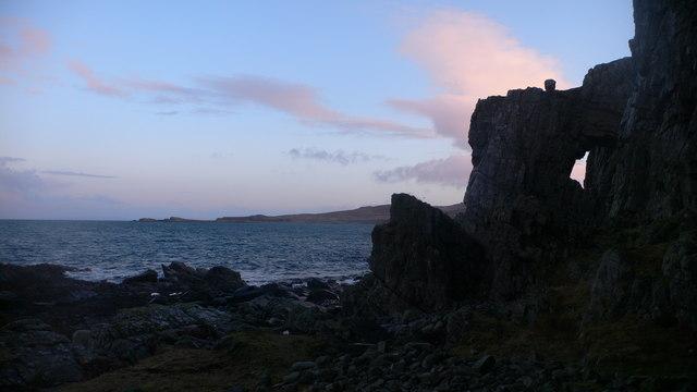 Rock arch at Rubh' a' Chrois-aoinidh