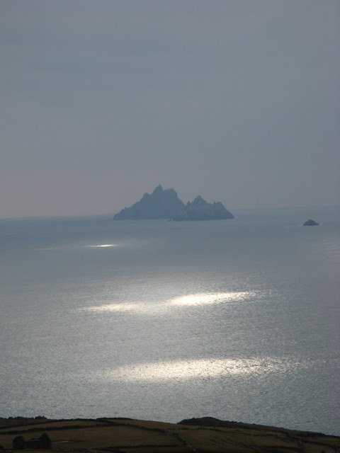 House ruin at Tooreen, Saint Finan's Bay and the Skelligs