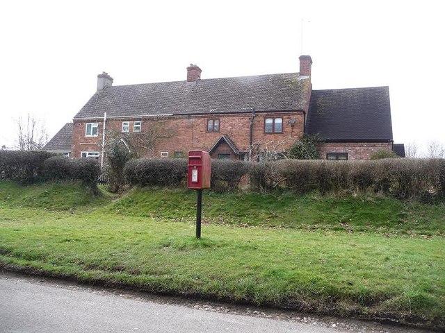 Sixpenny Handley: postbox № SP5 394, Dean Lane