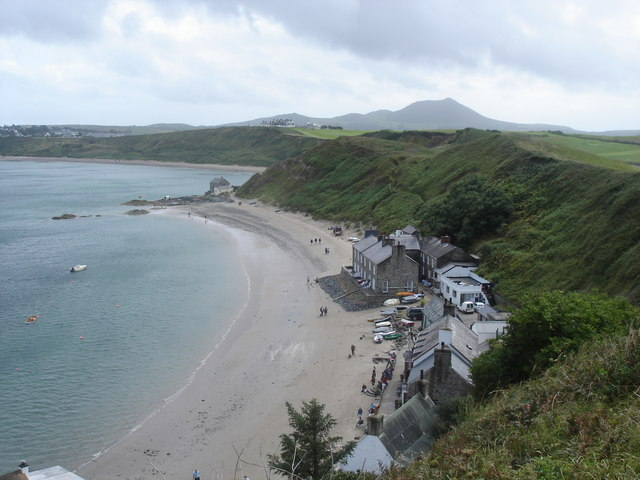 Porth Dinllaen - Ty Coch Inn and surrounding buildings