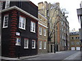 TQ2880 : Grosvenor Hill by PAUL FARMER