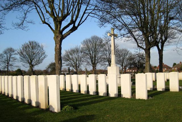 Newport Cemetery, Lincoln: War graves