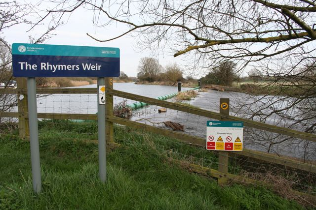 Rhymers Weir on the river Ouse