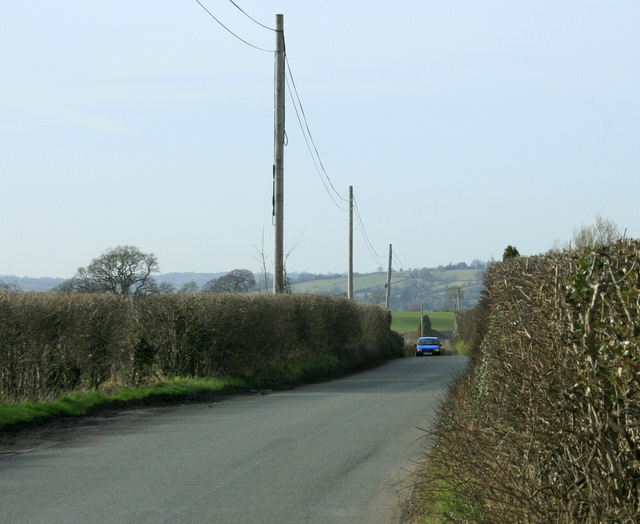 2009 : Minor road passing Bromley Farm