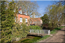 SU4828 : Mill Cottage on River Itchen by Peter Facey