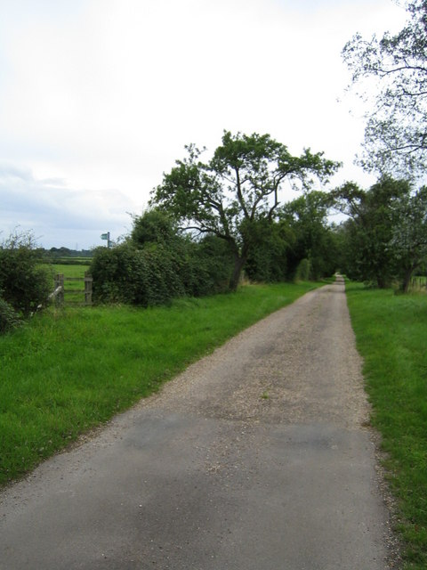 Road to Doddershall House