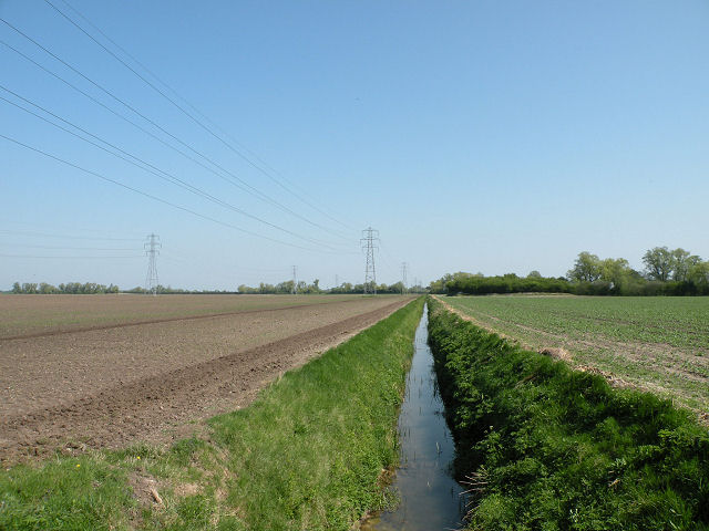 Ditch and pylons on Quy Fen