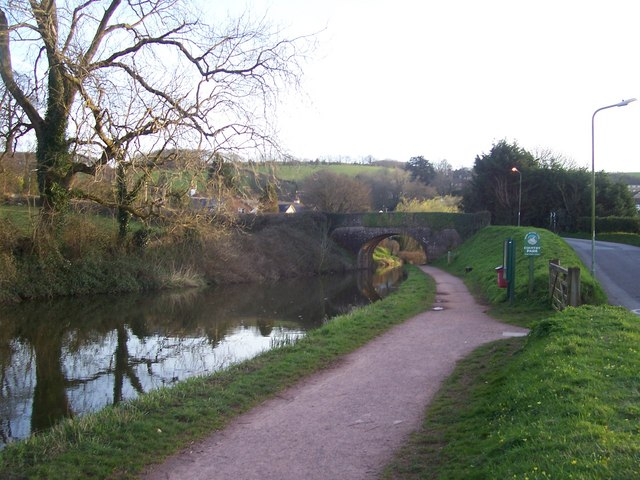 Tiverton : The Grand Western Canal & Tidcombe Bridge