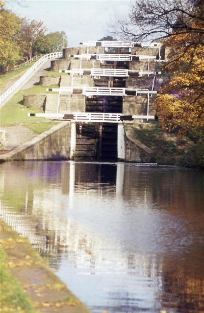 Autumn at the foot of Bingley Five-Rise Locks