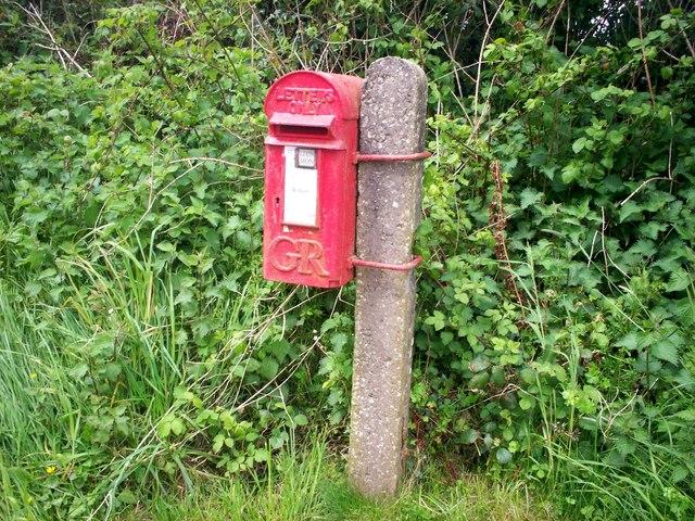 GR letterbox, west of Rhydwen