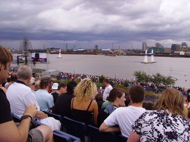 Red Bull Air Races above the Thames