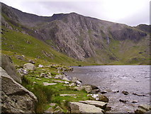 SH6459 : The Idwal Slabs seen across Llyn Idwal by Kenneth Yarham