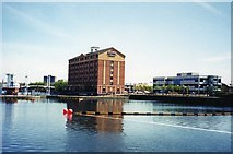 SJ8097 : Holiday Inn Express & Salford Quays by Whatlep