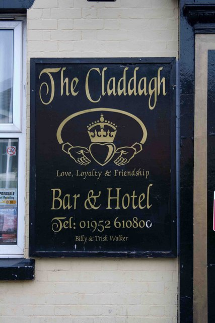 Claddagh pub sign