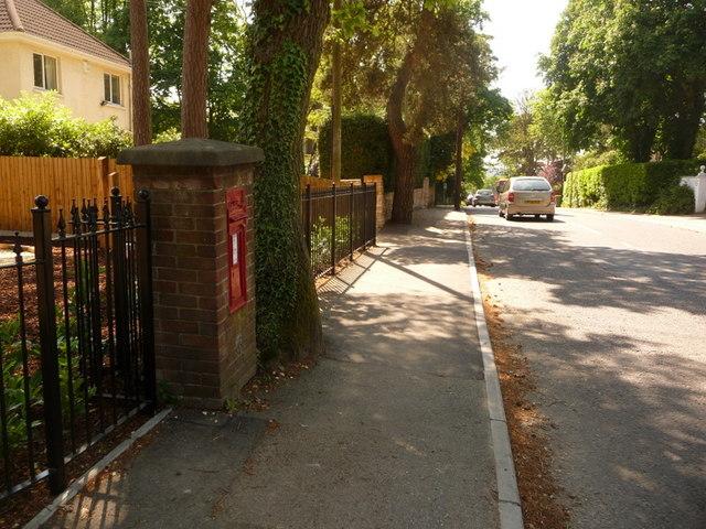Broadstone: postbox № BH18 58, Dunyeats Road