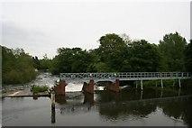 SU5980 : Weir by the islands by Bill Nicholls
