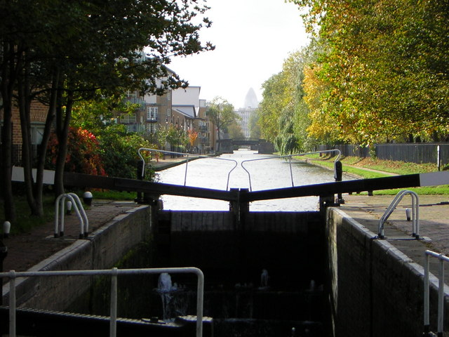 The Hertford Union Canal from the top lock