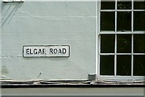 SU7172 : Elgar Road by Graham Horn