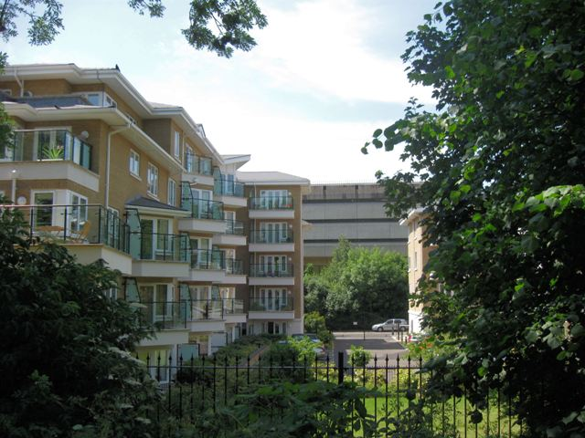 Kew Riverside Park Housing Development