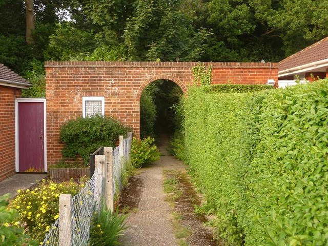 East Howe: Elgar Road entrance to Puck's Dell, footpath E40