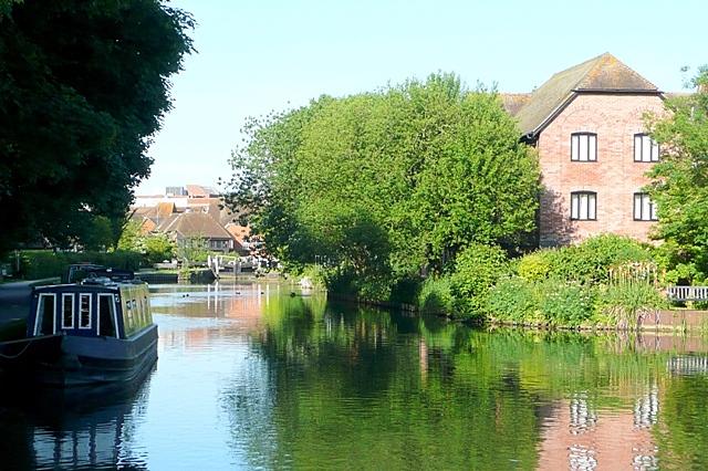 Approaching Newbury Lock