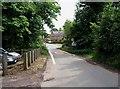 SO8577 : Hurcott and Hurcott Lane, looking south by P L Chadwick