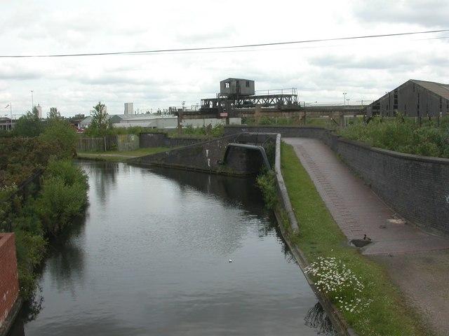 Wolverhampton, roving bridge