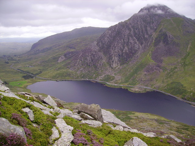 Looking down the slope of Pen yr Ole Wen
