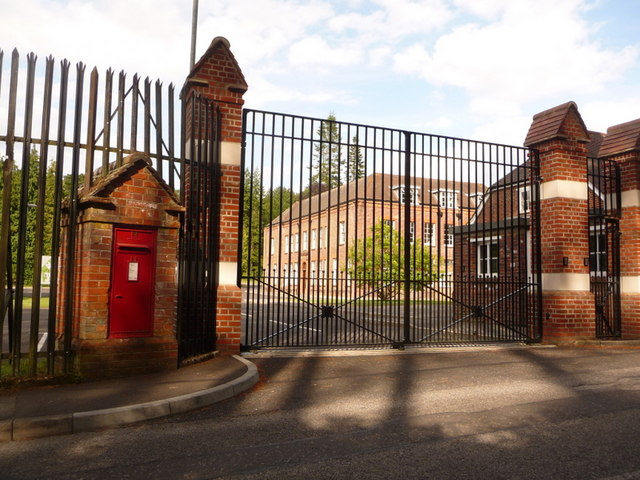 Holton Heath: postbox № BH16 129, Station Road
