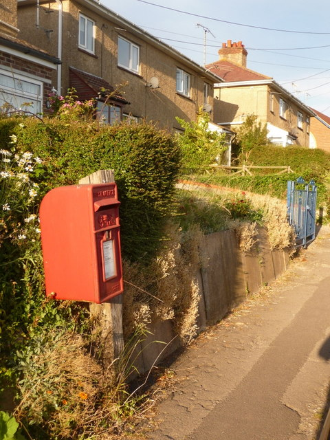 Sixpenny Handley: postbox № SP5 157, Common Road