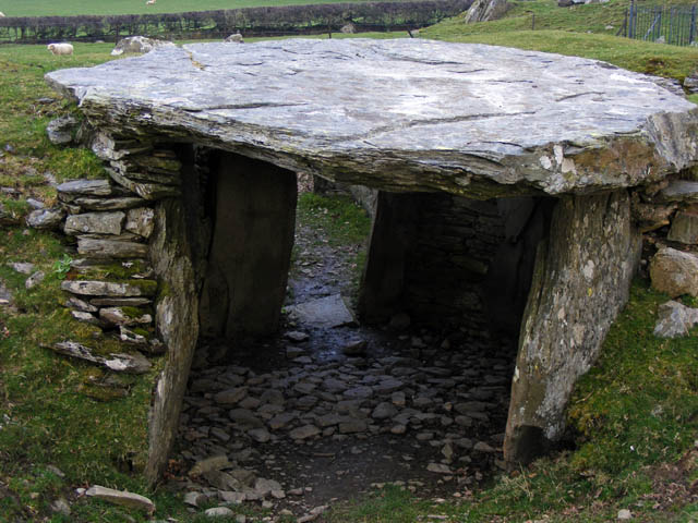 Western chamber, Capel Garmon Burial Chamber
