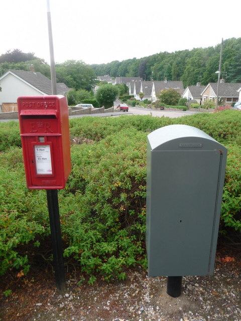 Branksome: postbox № BH12 34, Thwaite Road